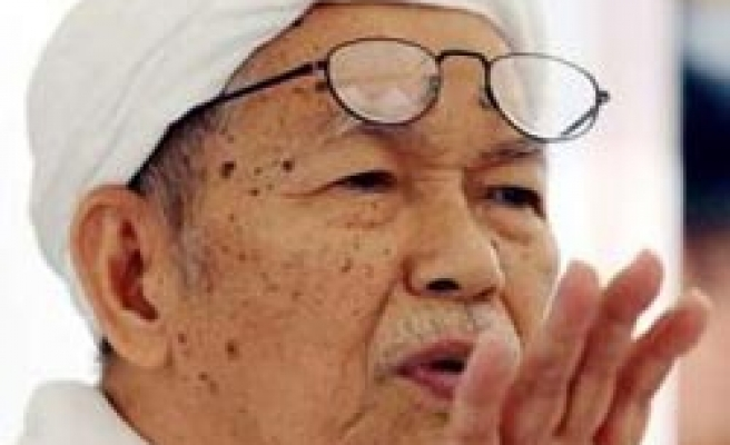 Spiritual leader calls for changing Malaysia's Islamist party leadership