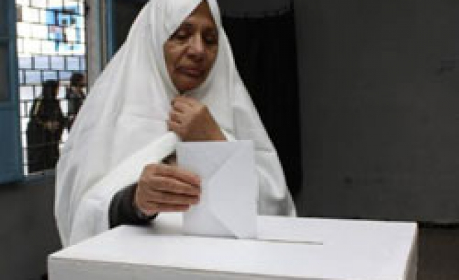 Tunisians vote for new president, result 'almost certain'