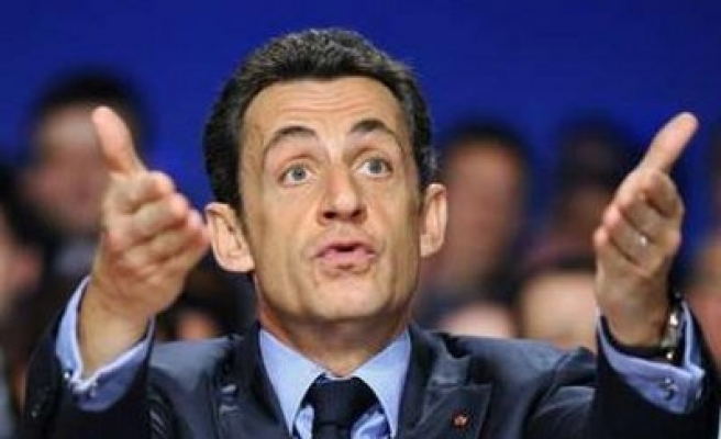 Sarkozy: French troops 'not to interfere'  I.Coast affairs
