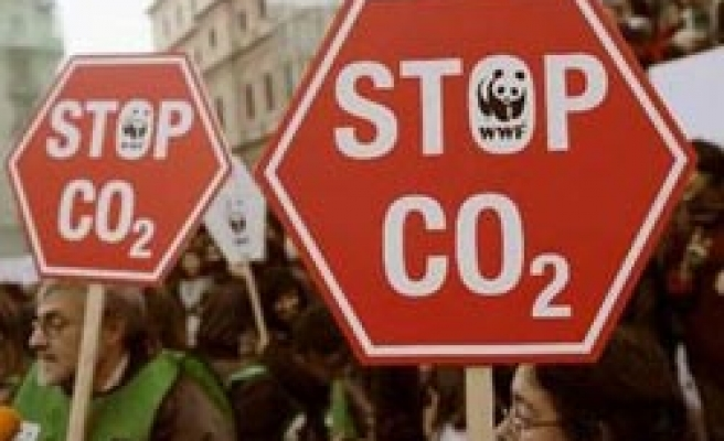 France, UK, Sweden want deep CO2 cut, Italy opposed