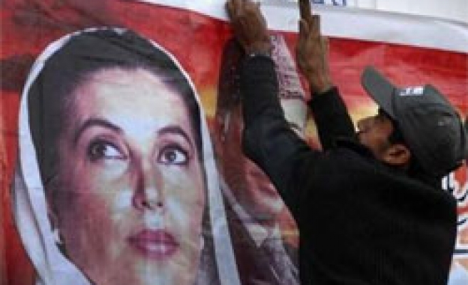 Pakistan orders arrests of police in Bhutto case