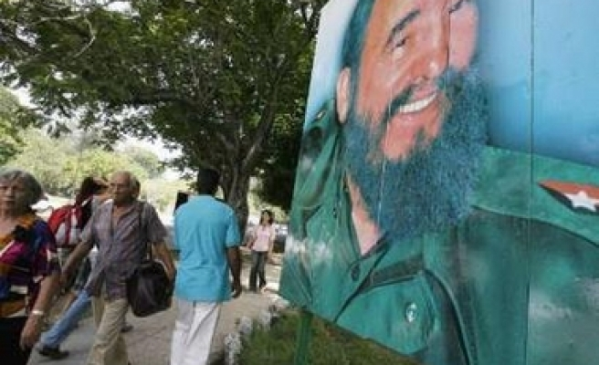 Fidel Castro warns of threats against mankind