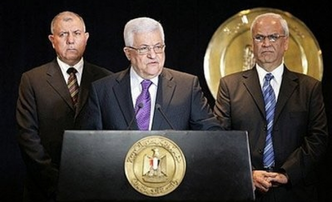 Hamas condemns Abbas' return to Israel talk without settlement stop