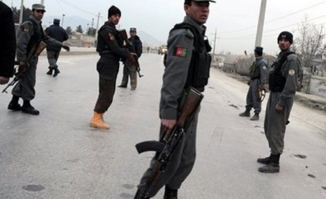 Kandahar blast hits fuel depot, hurting 10 guards