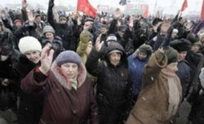 Thousands rally against Putin across Russia