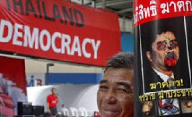 Thai protesters rally, army issues warning