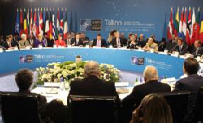 NATO agrees on Bosnia plan with conditions