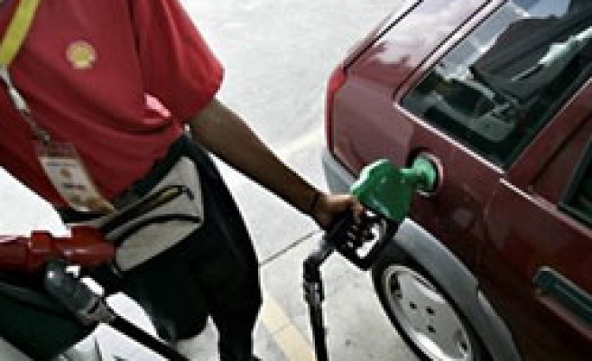 Iran hopes self-sufficiency in gasoline by 2013