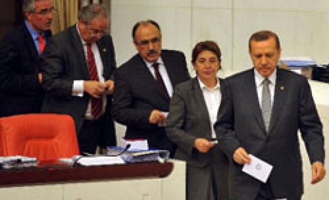 Turkey resumes talks on reforms, more articles passed