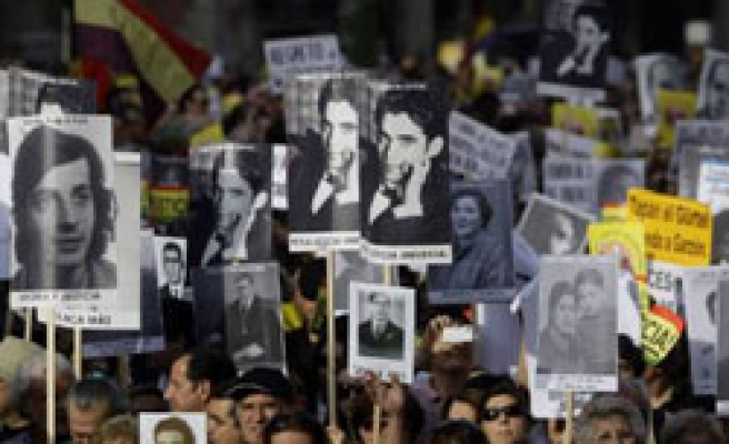 Thousands rally for Spanish judge Garzon