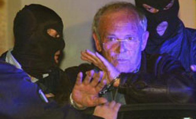 Italian police arrest top mafia fugitive