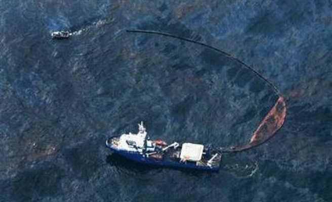 Obama updated on Gulf of Mexico oil leak