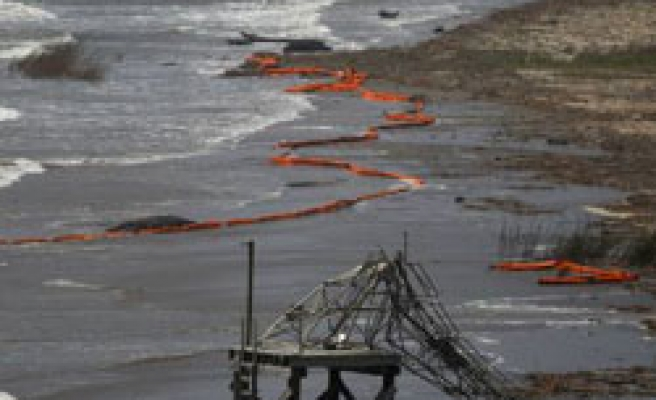 US sees months for 'ultimate solution' to address oil spill
