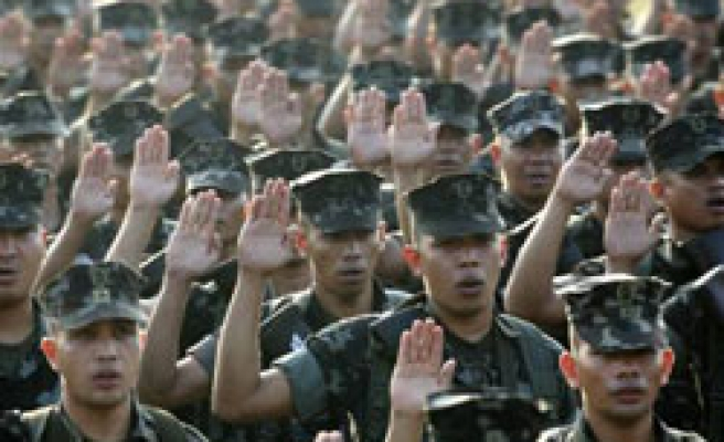 Philippines troops accused of poll bribes