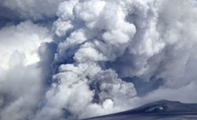 Dozens of Europe flights cancelled by ash cloud - UPDATED