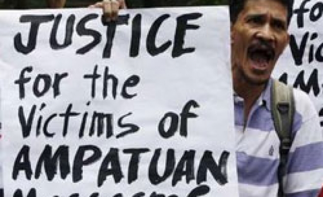 Philippines restores massacre charges for clansmen