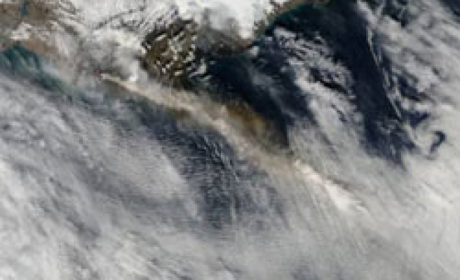 Some Spain airports re-open as ash cloud moves on