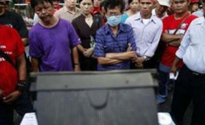 Thai protesters refuse PM's peace plan over 'details'