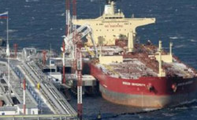 Russia frees captured pirates who seized tanker