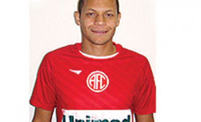 Brazilian player collapses during game, dies in hospital