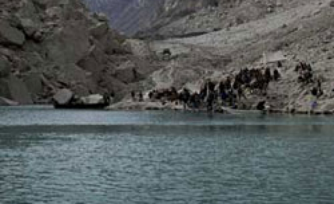 Flooding fears as Pakistan tries to ease dam pressure