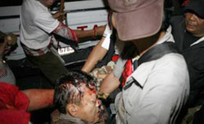 Red shirt military advisor wounded in Thai capital