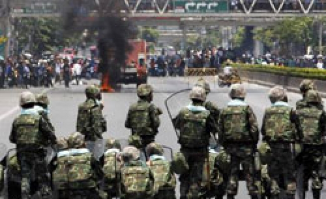 Thai clashes spread as army moves against protesters