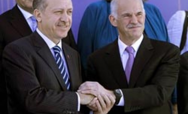 Turkey, Greece agree to reduce weapons mutually