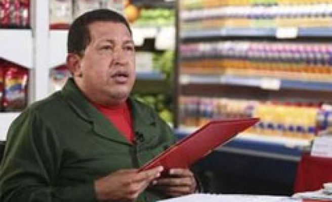 Chavez signs new currency law against speculators