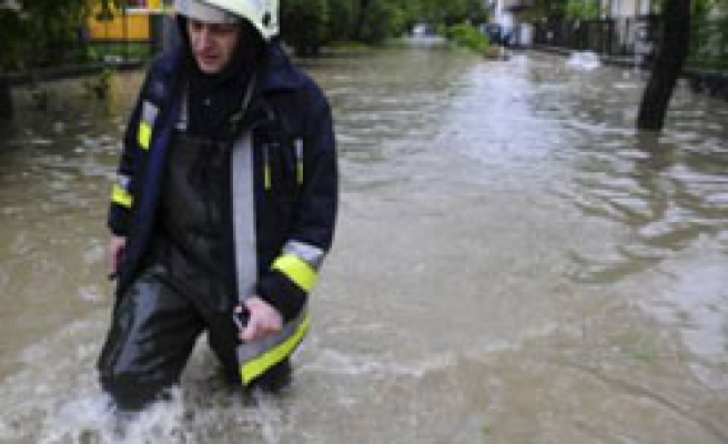 Flash floods trigger evacuations in N.Hungary