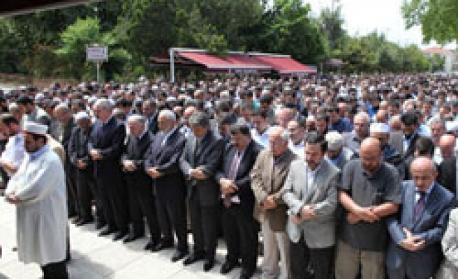 Thousands pray for Turkish activists in Afghan crash / PHOTO