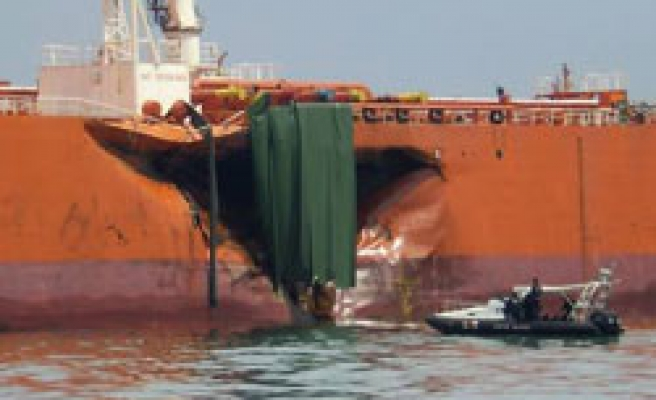 Ship collision off Singapore, Malaysia causes spill - UPDATE 3