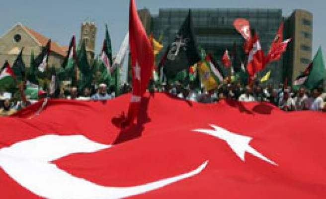 Lebanon protests Israeli attack with Turkish flags / PHOTO