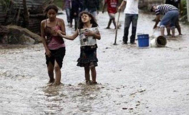 Rescuers dig after Central American storm kills 113