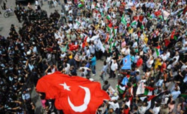 Turks continue protest over Israel attack on Gaza ship