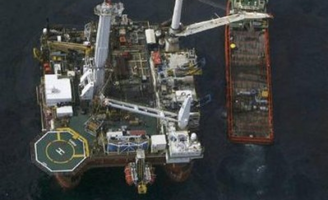 BP's cap funneling oil to the surface: Coast Guard