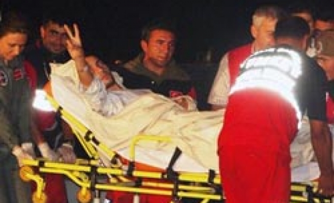Last two activists wounded by Israeli troops return to Turkey /PHOTO