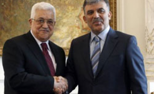 Abbas tells Turkish President, Israel aid attack 'double crime'