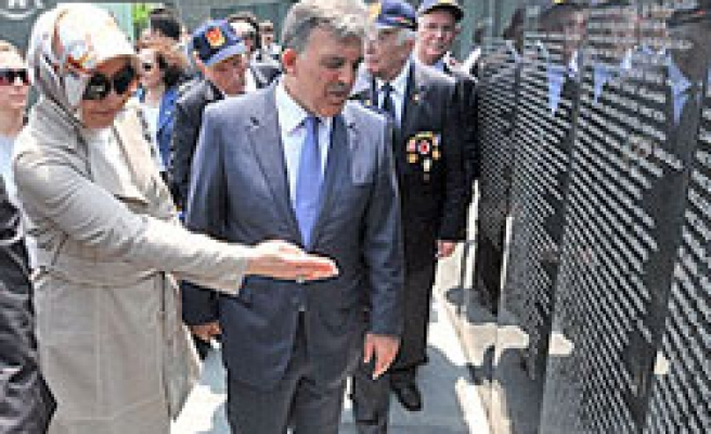 President visits Turkish cemetery in South Korea