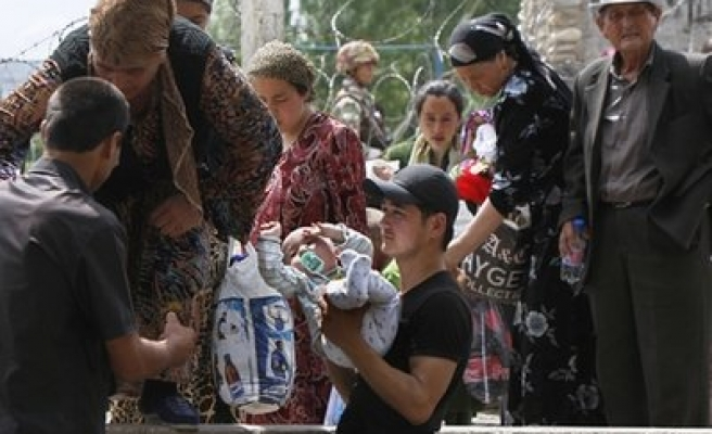 UN says 400,000 refugees uprooted by Kyrgyzstan unrest