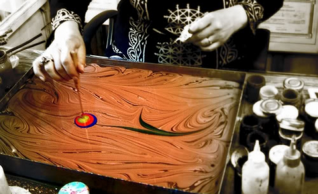 Islamic College offers Americans class for Turkish art of Ebru