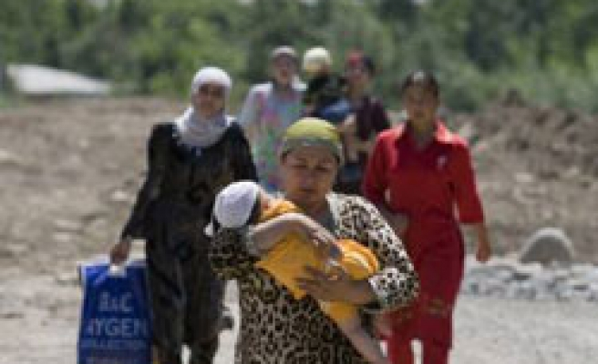 Kyrgyz leader, in south, vows refugees will return
