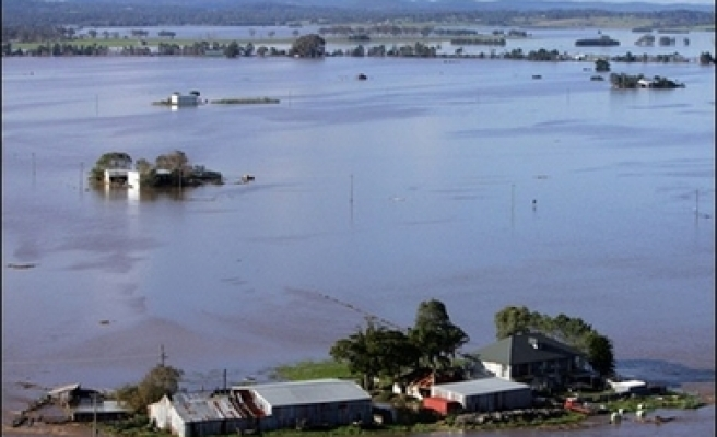 Floods could cut off Australian towns for days
