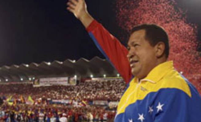 Chavez offers meeting with Colombia's Santos to restore ties