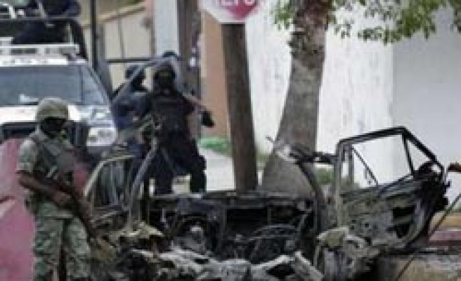 Inmates flee prison in Mexico, bomb targets police