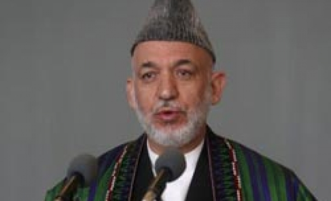 Karzai agrees to open Afghan parliament