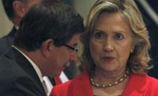 Turkey's Davutoglu and Clinton discuss situation in Egypt