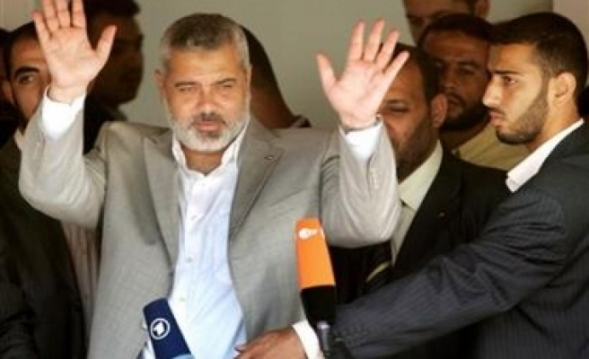 Poll shows Haneya to defeat Abbas in early presidential elections