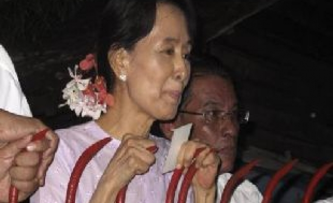 Myanmar's Suu Kyi: no reason to lift sanctions
