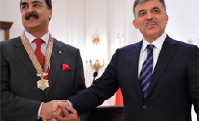 Turkey decorates Pakistani PM with state medal of honor